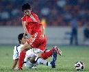 图文:[资格赛]国足7-0缅甸 曲波积极防守