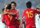 图文:[资格赛]国足7-0缅甸 小肇祝贺队友