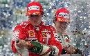 图文:[F1]巴西大奖赛正赛 莱科宁喷洒香槟庆祝