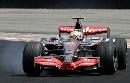 图文:[F1]巴西大奖赛正赛 汉密尔顿轮胎抱死