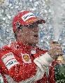 图文:[F1]巴西大奖赛正赛 畅饮庆功酒