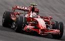 图文:[F1]巴西大奖赛正赛 莱科宁挥手致意