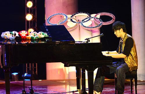 周杰伦全球征集奥运歌词 亲自谱曲参加奥运征歌活动