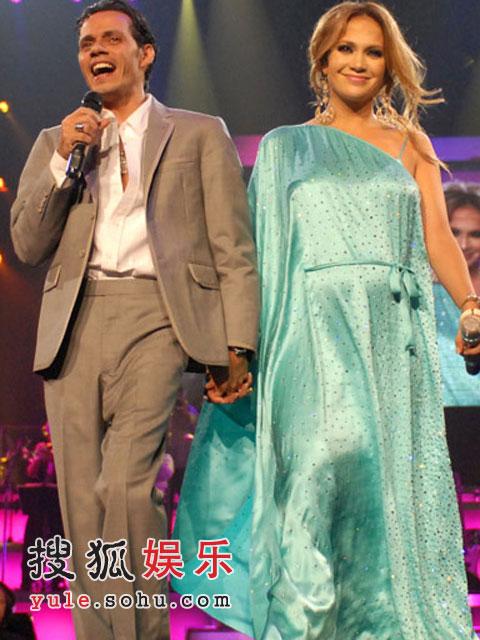 洛佩兹与丈夫安东尼在演唱会