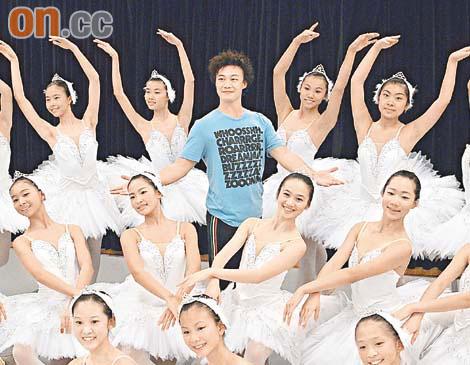 陈奕迅香港个唱将开锣 肉腿跳芭蕾练到脚痛(图