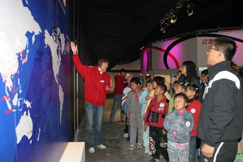 一汽-大众体育希望小学师生代表走进奥运体验场