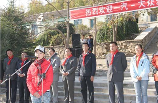 刘璇鼓励羊圈顶子体育希望小学同学刻苦学习,回报社会