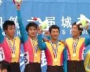 图文:自行车男团追逐赛昆明队夺冠 队员齐庆祝