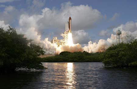 国际要闻 时事快报    视频:现场视频 美国发现号航天飞机发射升空
