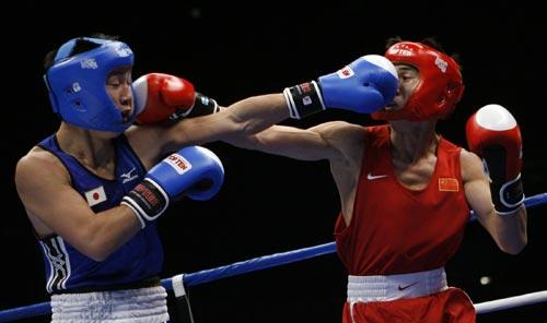 图文:拳击预赛率先打响 谷雨和对手相互制约