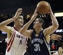 图文:[NBA]火箭vs灰熊 姚明防守米利西奇