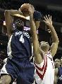图文:[NBA]火箭vs灰熊 巴蒂尔阻击斯威夫特