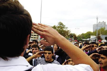 """上图:土耳其国内""""杀气腾腾""""。"""