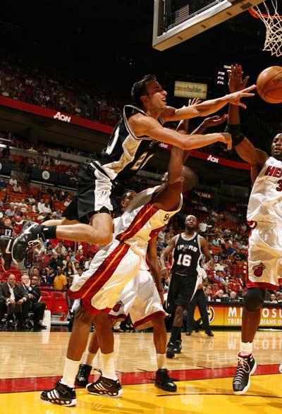 马刺vs热火_图文:[NBA]热火VS马刺 吉诺比利扮演飞人-搜狐体育