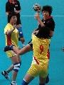图文:城运会手球赛况 上海浦东队9号在比赛中