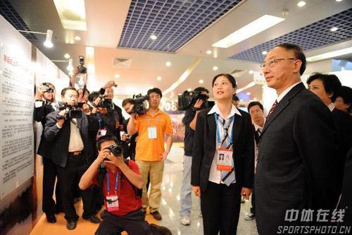 图文:反兴奋剂四十年展览 刘鹏受到媒体关注