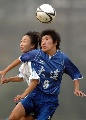 图文:城运会女足大连1比0胜广州 双方队员争顶