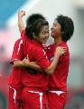 图文:武汉7比0战胜大同 武汉队球员在庆祝进球