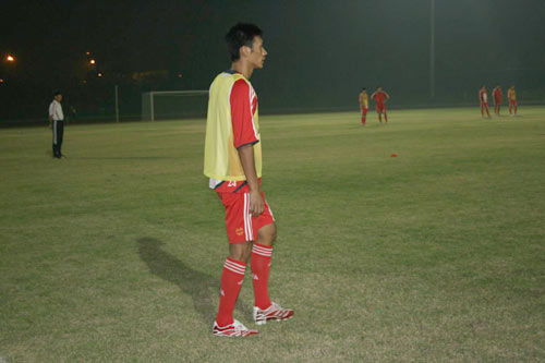 图文:[资格赛]国足备战缅甸 训练夜以继日