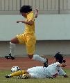 图文:城运会女足上海浦东4比0胜成都 飞身滑铲