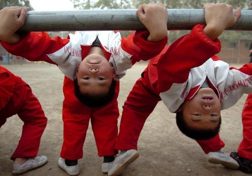 文武:练习八极拳河南图片学生单杠视频边传承学校张冬玲图片