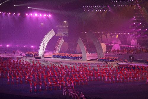 图文:六城会开幕式预演 展现武汉当年建桥风采
