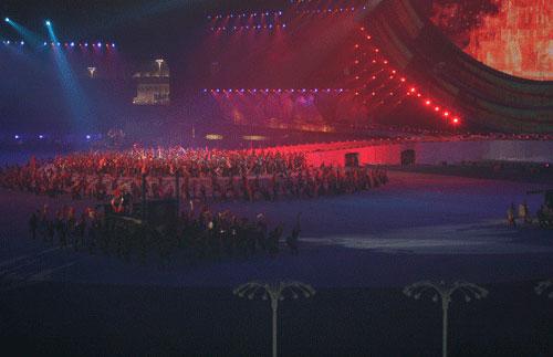 图文:六城会开幕式预演 热火朝天的铸铜场面