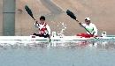 图文:男子单人皮艇12公里比赛 齐头并进水花飞
