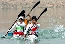 图文:男子单人皮艇12公里比赛 争先恐后抢第一