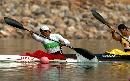 图文:男子单人划艇12公里比赛 横劈双桨斩碧浪