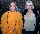 图文:霍尔金娜(右)和少林寺方丈释永信