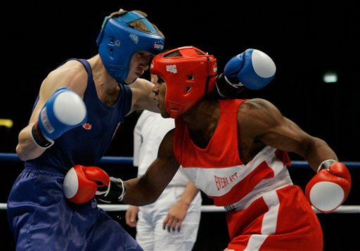 图文:[拳击]拳击世锦赛次日 努内兹黑虎掏心图片