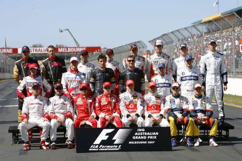 图文:[F1]07澳大利亚站回顾 本赛季第一张合影