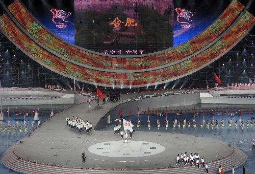 图文:六城会武汉举行开幕式 合肥代表团入场