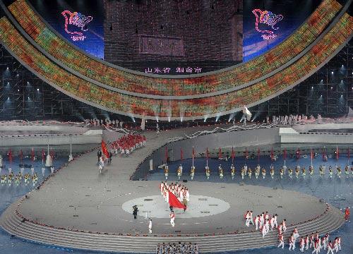 图文:第六届城运会开幕式 烟台代表团入场