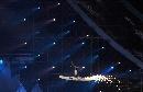 图文:第六届城运会开幕式 周星飞向圣火台
