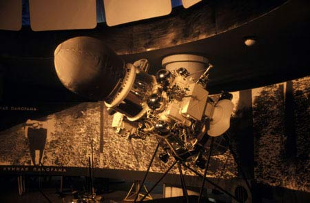 1966年10月,苏联制造的月球9号探测器,成为第一个成功在月球着陆的探测器。