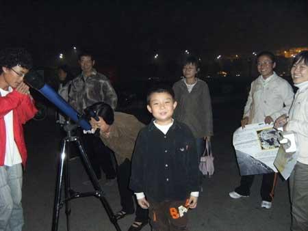 与望远镜合个影