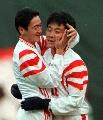 图文:[国足]97年十强赛 高峰马明宇庆祝