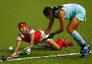 图文:城运会女子曲棍球A组第一轮 螳臂要当车