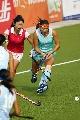 图文:城运会女子曲棍球A组第一轮 姑娘草上飞