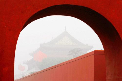 10月26日,北京天安门被浓雾笼罩。