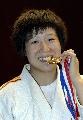 图文:六城会柔道女子63公斤级 徐丽丽品尝金牌