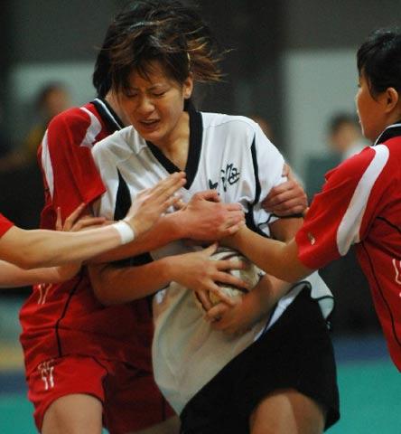 图文:城运会女子手球比赛 广州36比32战胜合肥