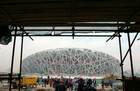 """图文:正在建设中的""""鸟巢"""" 体育场施工现场"""