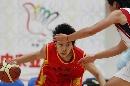 图文:六城会女篮比赛 西宁队与重庆队比赛激烈