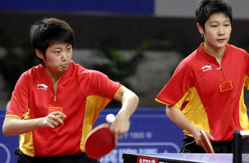郭跃(左)/侯晓旭在比赛中
