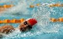 图文:女子100米自由泳决赛 小将唐奕在比赛中