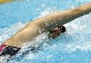图文:女子100米自由泳决赛 王�B瑶在比赛中