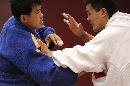 图文:男子柔道-100公斤 合肥王强抓住对手弱点